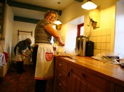 Der bages i den gamle købmandsgaard i Tornby