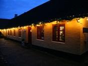 Tornby gamle købmandsgård om aftenen
